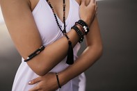 TIRAI DUA bracelet - black spinel and silver.