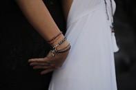 Náramek AMAHAI - barokní říční perla, safír a stříbro.