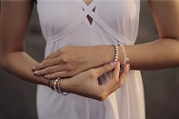 Náramek MANUI - říční perla, bílý pyrit a stříbro.