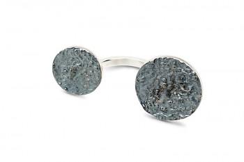 DHÍ - Stříbrný prsten, struktura Rudraksha, černá patina