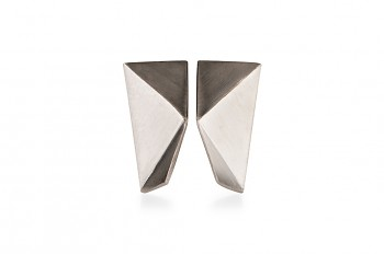 NOSHI MINI Earrings - silver with black triangle