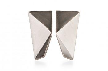 NOSHI Earrings - stříbrné náušnice s černým trojúhelníkem