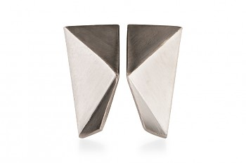 NOSHI Earrings - silver with black triangle