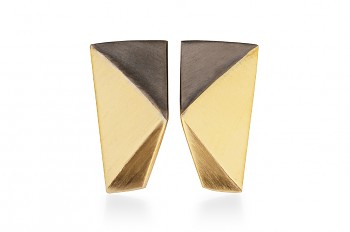 NOSHI Earrings - gold plated with black triangle